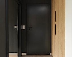 ciepło c z a r n e M2 na Ratajach _ 46 m2 - Hol / przedpokój, styl nowoczesny - zdjęcie od LaskowskaWnętrza - Homebook