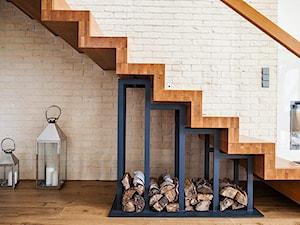 Realizacja domu jednorodzinnego. Niałek Wielki (k.Wolsztyna) - Średnie schody jednobiegowe drewniane, styl nowoczesny - zdjęcie od LaskowskaWnętrza