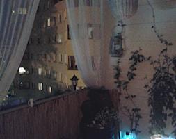 BALKON, TARAS, OGRÓD... - Mały taras z przodu domu z tyłu domu - zdjęcie od astein