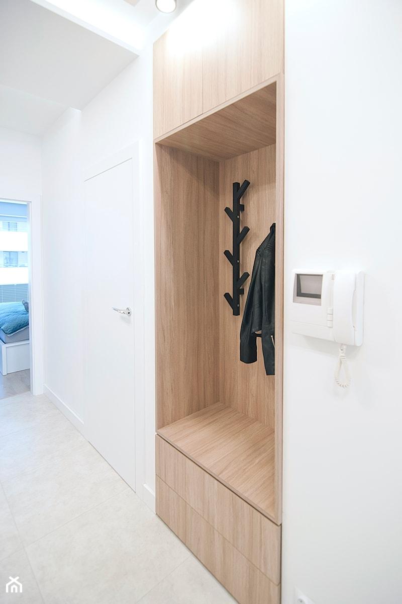 Apartament Eldorado - Kraków 2019 - Hol / przedpokój, styl nowoczesny - zdjęcie od NOVI art Pracownia projektowa