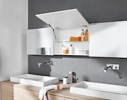 Szafki górne z podnośnikami AVENTOS - Łazienka, styl minimalistyczny - zdjęcie od Blum - Homebook