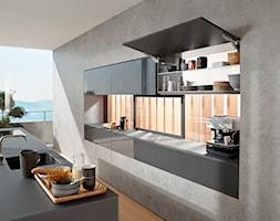 Szafki górne z podnośnikami zamiast drzwiczek - Kuchnia, styl nowoczesny - zdjęcie od Blum - Homebook