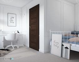 Niebiańsko! Pokój dziecięcy - Średni biały pokój dziecka dla dziewczynki dla nastolatka, styl klasyczny - zdjęcie od LUDWEE Pracownia Architektury Wnętrz Ewa Jasionowska