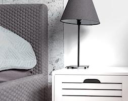 Realizacja wnętrza domu w Zalewie - Mała biała sypialnia dla gości, styl minimalistyczny - zdjęcie od Wnętrzowe Love