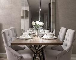 Glamour w hotelowym szyku. - Średnia szara jadalnia w salonie, styl nowoczesny - zdjęcie od Wnętrzowe Love