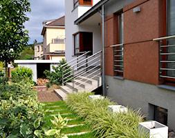 Nowoczesny ogród miejski - Mały ogród przed domem, styl nowoczesny - zdjęcie od APPO architektura krajobrazu