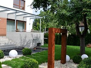 Nowoczesny ogród miejski - Średni ogród za domem, styl nowoczesny - zdjęcie od APPO architektura krajobrazu
