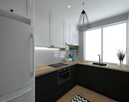 Mała kuchnia - Mała otwarta zamknięta biała szara kuchnia w kształcie litery l z oknem, styl skandynawski - zdjęcie od P&M_Pracownia