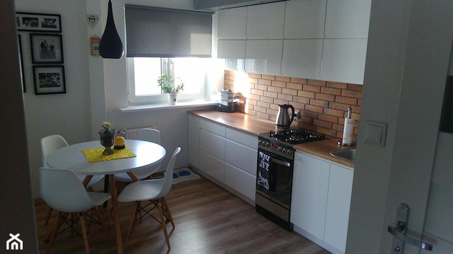 kuchnia w bloku w stylu skandynawskim  Kuchnia, styl