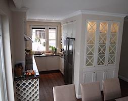 Dom na Nowcu - Mała wąska beżowa kuchnia w kształcie litery u, styl rustykalny - zdjęcie od STUDIO del arte