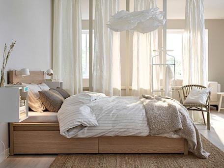 Aranżacje wnętrz - Sypialnia: Sypialnia IKEA - Biała sypialnia małżeńska, styl tradycyjny - IKEA. Przeglądaj, dodawaj i zapisuj najlepsze zdjęcia, pomysły i inspiracje designerskie. W bazie mamy już prawie milion fotografii!