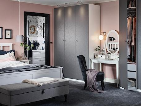 Aranżacje wnętrz - Sypialnia: Sypialnia IKEA - Sypialnia, styl eklektyczny - IKEA. Przeglądaj, dodawaj i zapisuj najlepsze zdjęcia, pomysły i inspiracje designerskie. W bazie mamy już prawie milion fotografii!