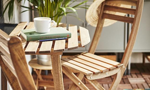 drewniany stolik na balkon, drewniane krzesła na balkon