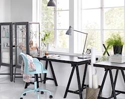 Domowe biuro IKEA - Średnie białe biuro pracownia domowe kącik do pracy w pokoju - zdjęcie od IKEA