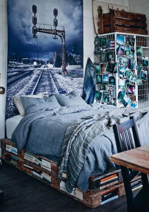 Sypialnia IKEA - Mała szara sypialnia małżeńska, styl skandynawski - zdjęcie od IKEA