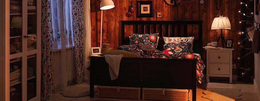 Aranżacje wnętrz - Sypialnia: Sypialnia IKEA - Średnia szara sypialnia małżeńska - IKEA. Przeglądaj, dodawaj i zapisuj najlepsze zdjęcia, pomysły i inspiracje designerskie. W bazie mamy już prawie milion fotografii!