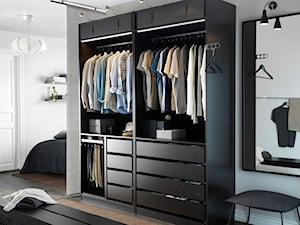 Garderoba IKEA - Mała otwarta garderoba przy sypialni, styl nowoczesny - zdjęcie od IKEA