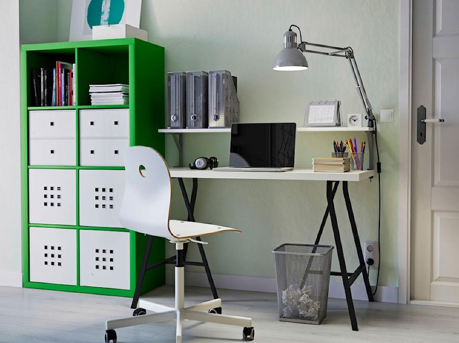 Domowe biuro IKEA - Małe zielone biuro kącik do pracy w pokoju - zdjęcie od IKEA