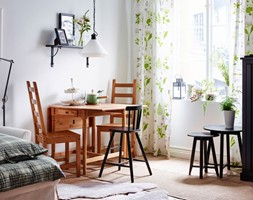 Jadalnia IKEA - Mała otwarta biała jadalnia w salonie, styl prowansalski - zdjęcie od IKEA