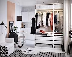 Przechowywanie IKEA - Mała otwarta garderoba przy sypialni, styl nowoczesny - zdjęcie od IKEA