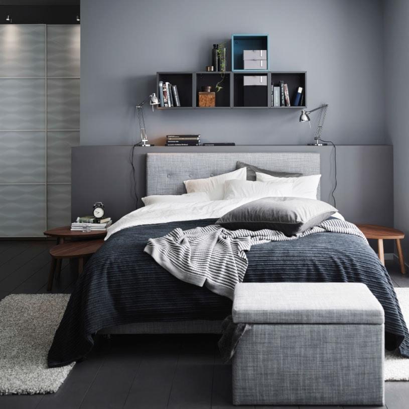 7 Handsome Practical And Masculine Men S Bedroom Ideas: Mała Sypialnia Małżeńska, Styl Nowoczesny