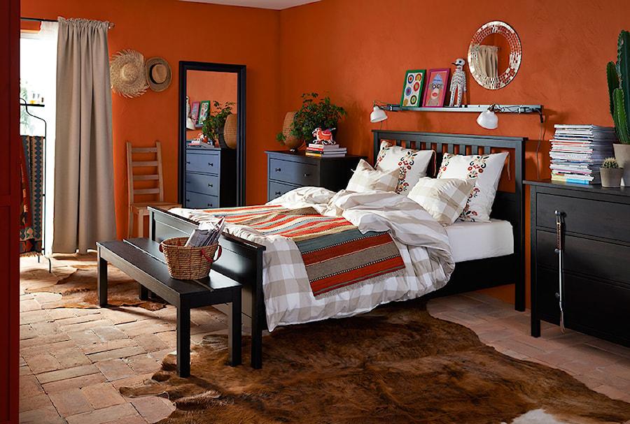 Sypialnia IKEA - Średnia pomarańczowa sypialnia małżeńska - zdjęcie od IKEA
