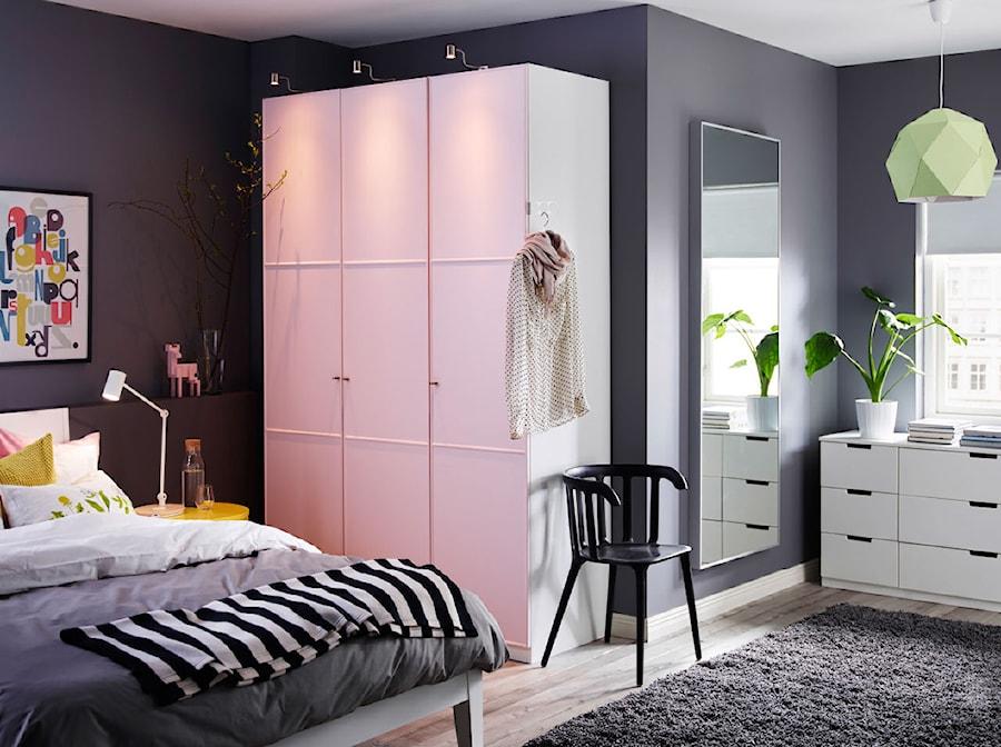 Sypialnia IKEA - Średnia fioletowa sypialnia małżeńska - zdjęcie od IKEA