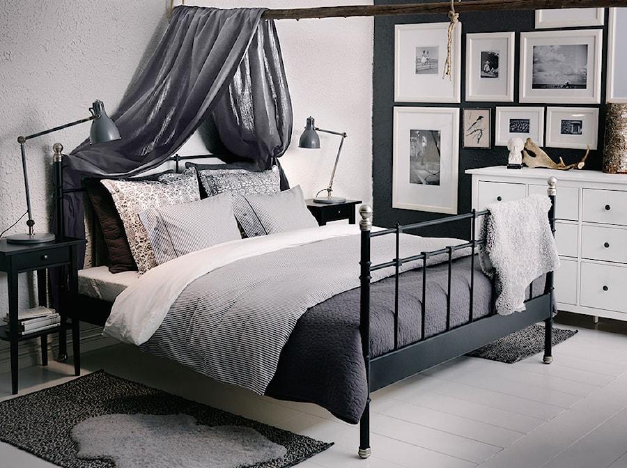 Sypialnia IKEA - Średnia biała sypialnia małżeńska, styl nowoczesny - zdjęcie od IKEA