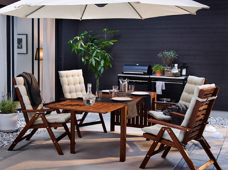 Aranżacje wnętrz - Taras: Balkon i ogród IKEA - Średni taras z tyłu domu, styl tradycyjny - IKEA. Przeglądaj, dodawaj i zapisuj najlepsze zdjęcia, pomysły i inspiracje designerskie. W bazie mamy już prawie milion fotografii!