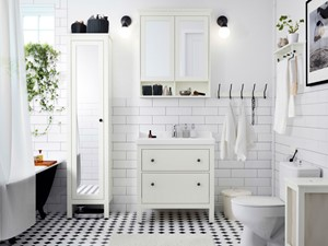 Łazienka IKEA - Średnia biała łazienka z oknem, styl skandynawski - zdjęcie od IKEA