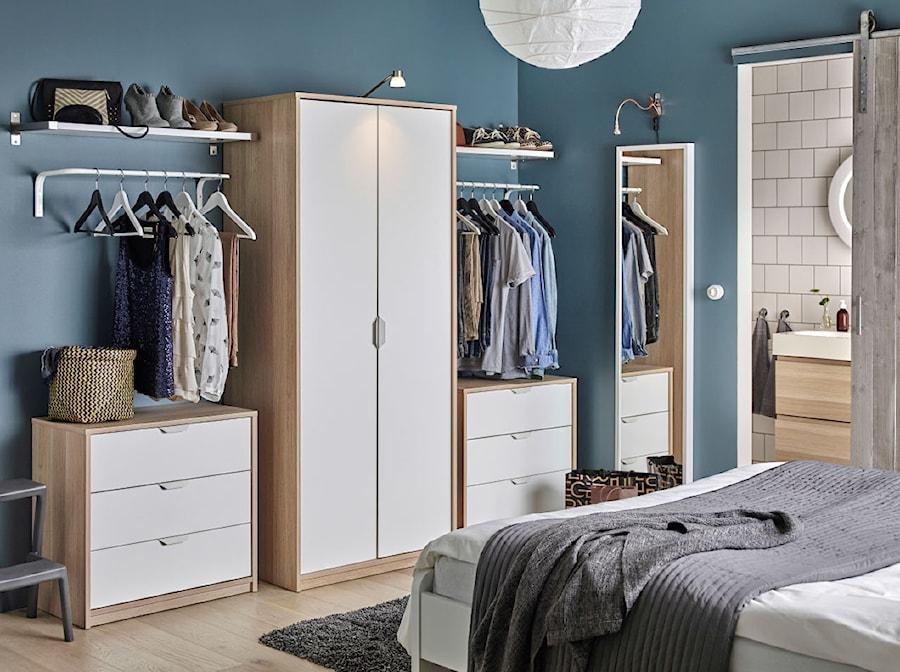 Sypialnia IKEA - Niebieska sypialnia małżeńska z łazienką - zdjęcie od IKEA