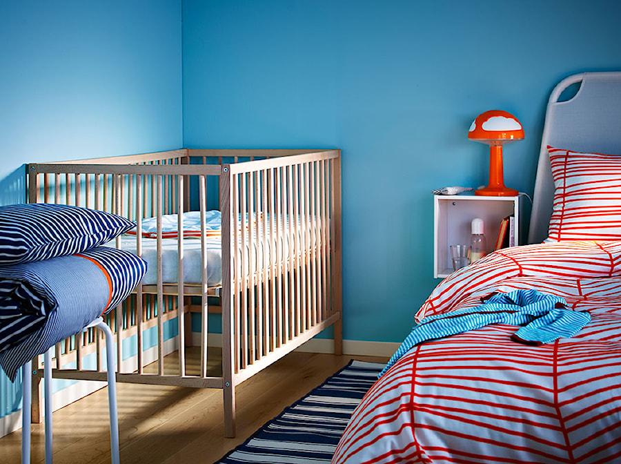 Aranżacje wnętrz - Pokój dziecka: Pokój dziecka IKEA - Niebieski pokój dziecka dla chłopca dla dziewczynki dla niemowlaka - IKEA. Przeglądaj, dodawaj i zapisuj najlepsze zdjęcia, pomysły i inspiracje designerskie. W bazie mamy już prawie milion fotografii!