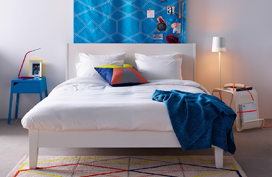 Sypialnia IKEA - Średnia szara sypialnia małżeńska, styl minimalistyczny - zdjęcie od IKEA