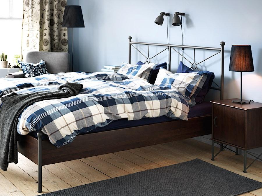 Sypialnia IKEA - Średnia niebieska sypialnia małżeńska, styl minimalistyczny - zdjęcie od IKEA