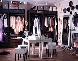 Garderoba IKEA - Duża zamknięta garderoba z oknem, styl glamour - zdjęcie od IKEA