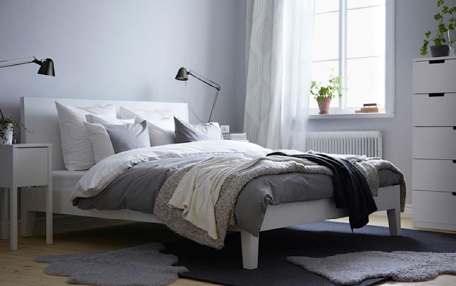 Sypialnia IKEA - Mała szara sypialnia małżeńska - zdjęcie od IKEA