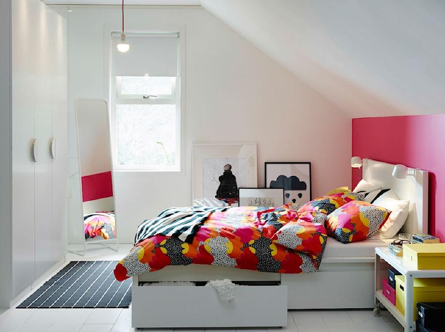 Sypialnia IKEA - Mała sypialnia małżeńska na poddaszu - zdjęcie od IKEA