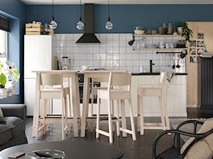 Jadalnia IKEA - Średnia otwarta niebieska jadalnia w kuchni w salonie - zdjęcie od IKEA