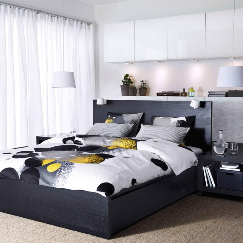 Sypialnia IKEA - Mała biała sypialnia małżeńska, styl nowoczesny - zdjęcie od IKEA