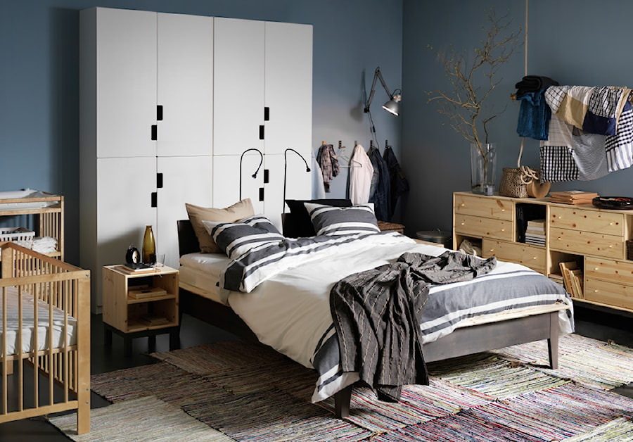 Sypialnia IKEA - Mała niebieska sypialnia małżeńska - zdjęcie od IKEA