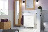 jasna łazienka z różowymi ścianami ikea