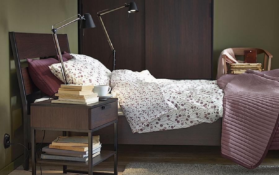 Sypialnia IKEA - Mała brązowa sypialnia małżeńska, styl nowoczesny - zdjęcie od IKEA