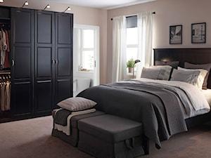 Sypialnia IKEA - Średnia beżowa sypialnia małżeńska z łazienką, styl klasyczny - zdjęcie od IKEA