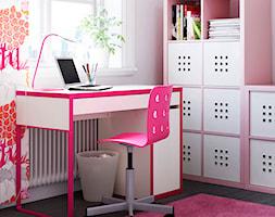 Domowe biuro IKEA - Małe różowe biuro kącik do pracy w pokoju - zdjęcie od IKEA
