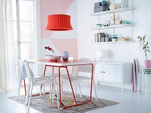 Jadalnia IKEA - Mała zamknięta biała czerwona jadalnia jako osobne pomieszczenie - zdjęcie od IKEA