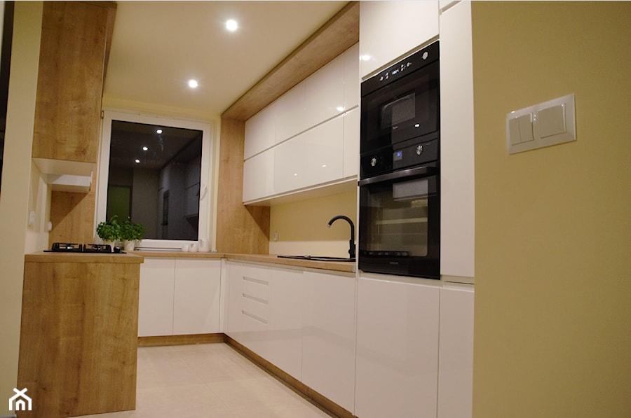 Kuchnia biały połysk i dąb arlington  zdjęcie od   -> Kuchnia Orzech Bialy