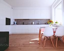 .3 - Duża otwarta biała kuchnia w kształcie litery l w aneksie z oknem, styl nowoczesny - zdjęcie od Meble Wiśniewski MEBLO-MARK