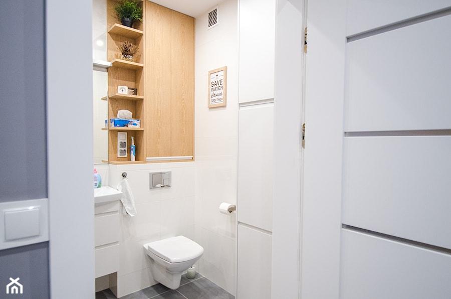 8 - Mała biała łazienka - zdjęcie od Meble Wiśniewski MEBLO-MARK