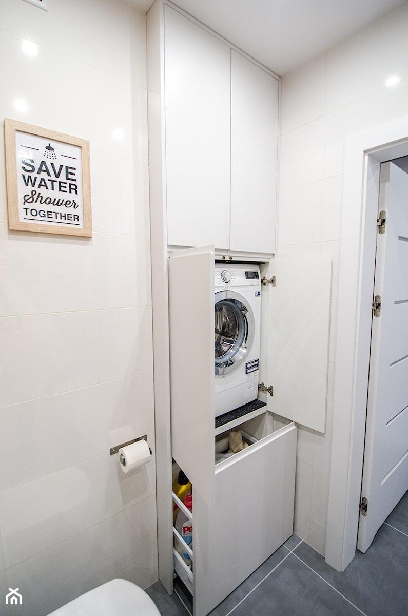 8 - Mała łazienka w bloku w domu jednorodzinnym bez okna - zdjęcie od Meble Wiśniewski MEBLO-MARK