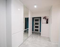 7 - Duży biały hol / przedpokój, styl nowoczesny - zdjęcie od Meble Wiśniewski MEBLO-MARK